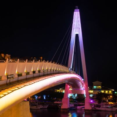 The various colors of Lovers Bridge